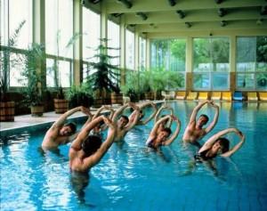 A vízi torna kiváló mozgási lehetőség a túlsúllyal küzdők számára