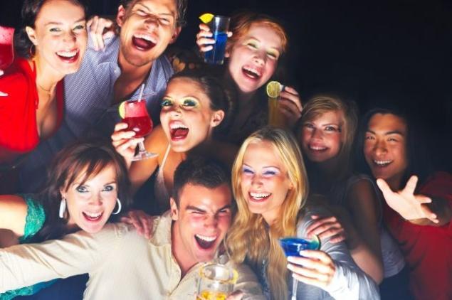 A fiatal lányok élen járnak az ivás terén?