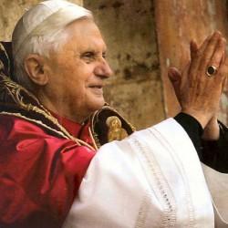 Nem mondott le XVI. Benedek pápa