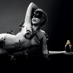 Lady Gaga meztelenül reklámozza parfümjét