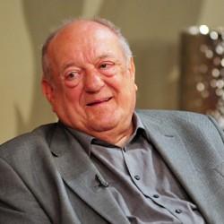 Klapka György is celebkönyvet ír