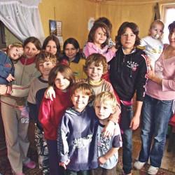 Tizenhetedik gyerekét várja Ida