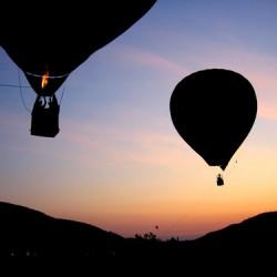Lezuhant egy hőlégballon Egyiptomban: 19 turista meghalt