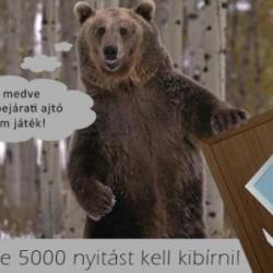 Műanyag bejárati ajtó és a medve