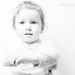 Boldog, egészséges baba kislány – fontos, hogy gondosan felkészüljünk fogadására (Fotó: Nagy Arnold, www.fksz.hu)