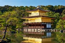 kinakuji-templom