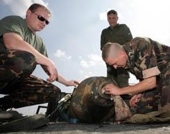 Tűzszerészek - Egytonnás légibombát találtak az Info Parknál